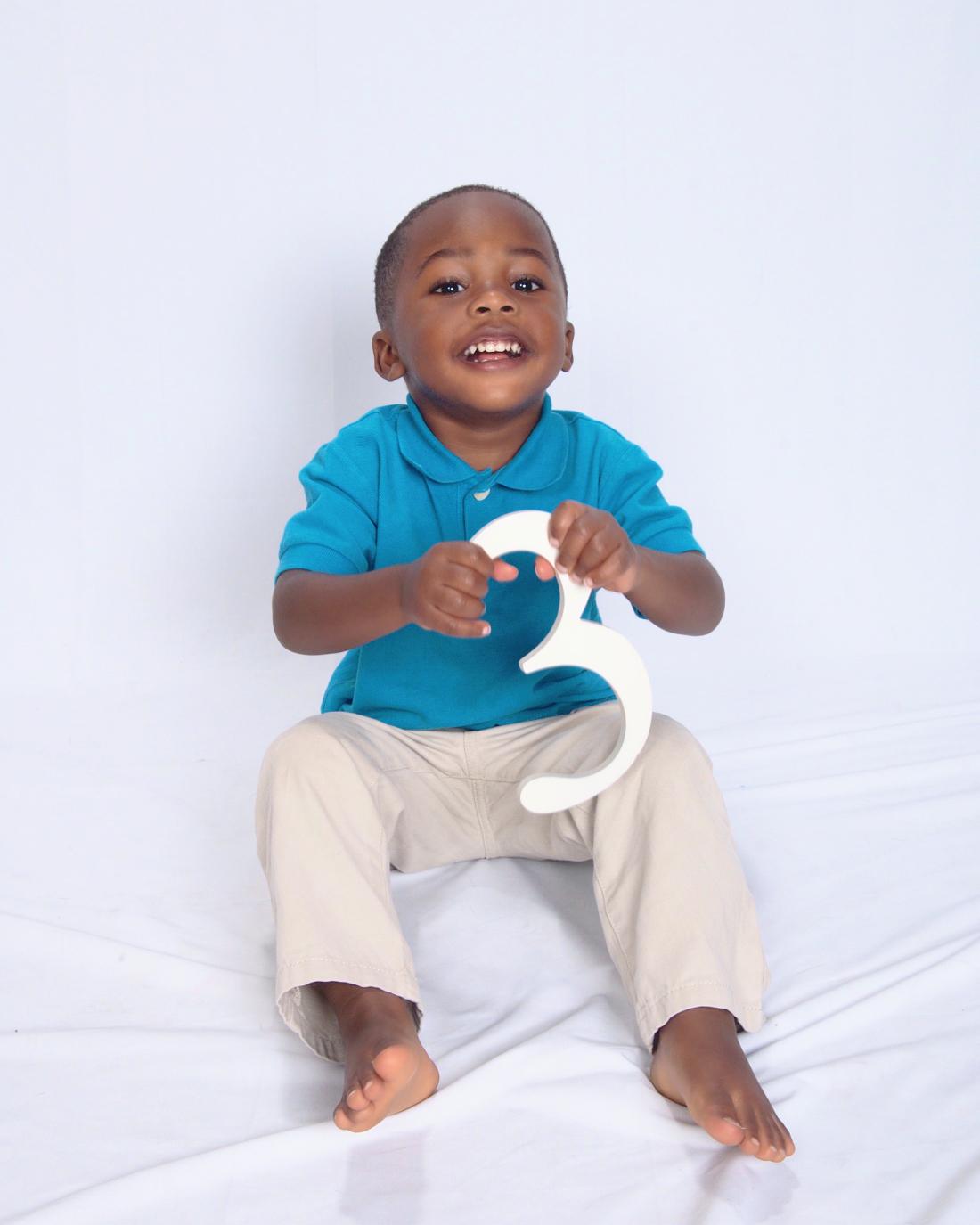 isaiah holding nubmer 3